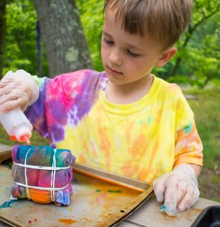 How-to-Tie-Dye-with-Kids-51